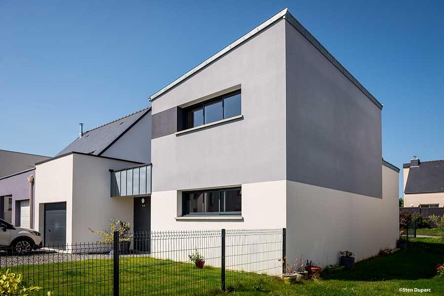Maison contemporaine à La Mézière - monopente zinc, bandeau zinc naturel