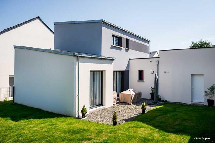 Maison contemporaine monopente zinc